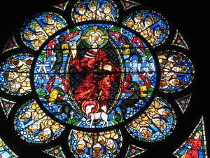 Clermont-Ferrand, Cattedrale, Vetrata dell'Apocalisse (cap. IV), opera di Alain Makaraviez - Edwige Walmé (1981)
